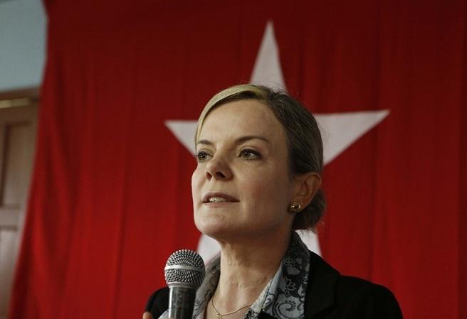 Gleisi diz a aliados que PT manterá candidatura de Lula