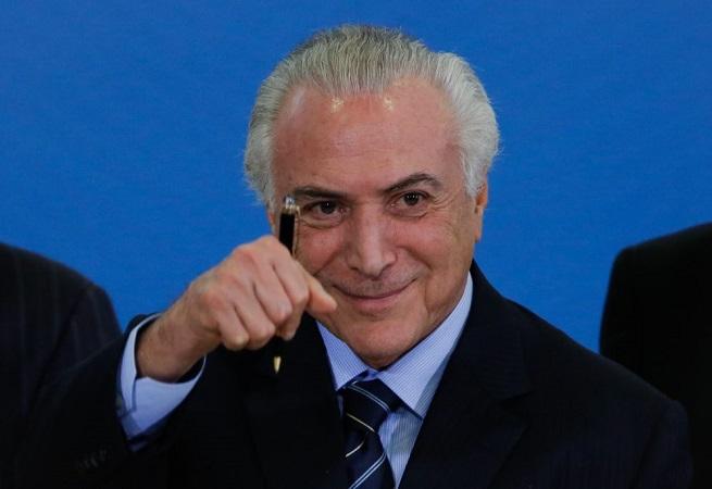 Resultado de imagem para Temer reduz aumento do salário mínimo de 2019 para R$ 998