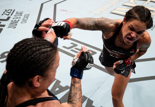 Amanda Nunes vence Raquel Pennington e mantém cinturão do UFC