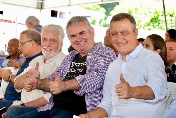 Governador realiza inaugurações em Teolândia