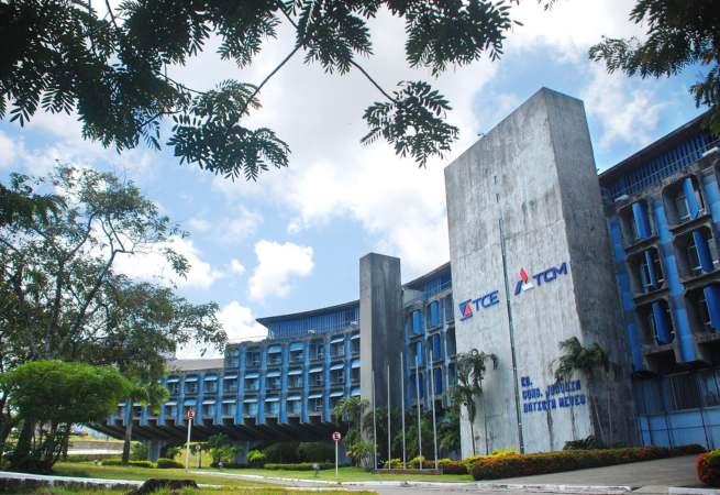 TCE e TCM firmam convênio para fortalecer fiscalização