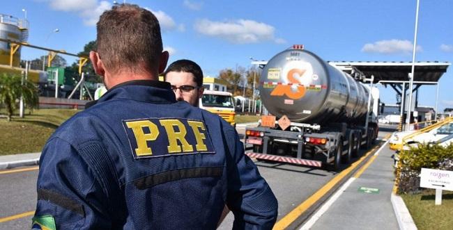 PRF diz que não há mais pontos de bloqueio de caminhoneiros na Bahia
