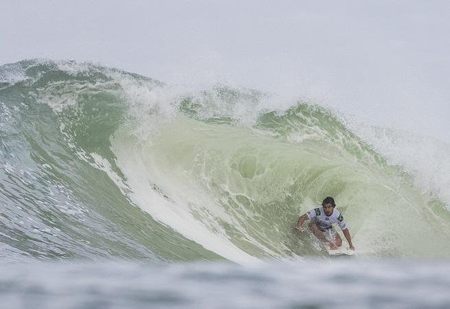 Mundial de Surf: Mineirinho é eliminado, mas oito brasileiros avançam em Saquarema