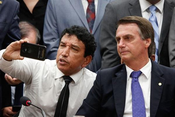Bolsonaro diz que vice da sua preferência seria Magno Malta
