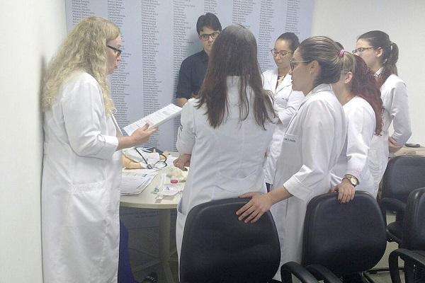 Residentes do Hospital Roberto Santos recebem treinamento de reanimação neonatal