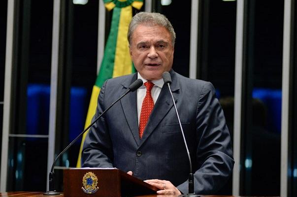 Alvaro Dias aposta em apenas duas candidaturas de centro para a Presidência