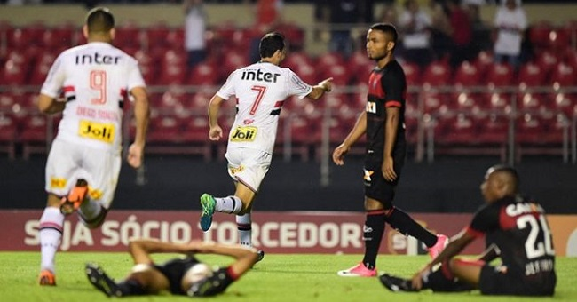 Vitória leva 3 a 0 do São Paulo pelo Brasileirão; veja os gols