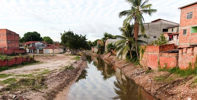 Obras de urbanização vão despoluir o Rio Camaçari e seus afluentes