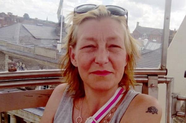 Mulher contaminada com agente neurotóxico morre no Reino Unido