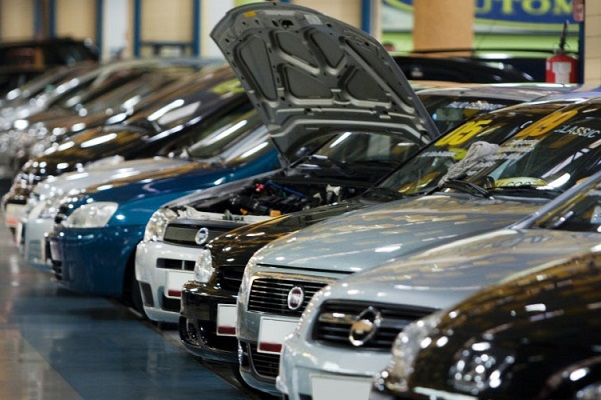 Vendas de veículos seminovos caem 50% no 1º semestre