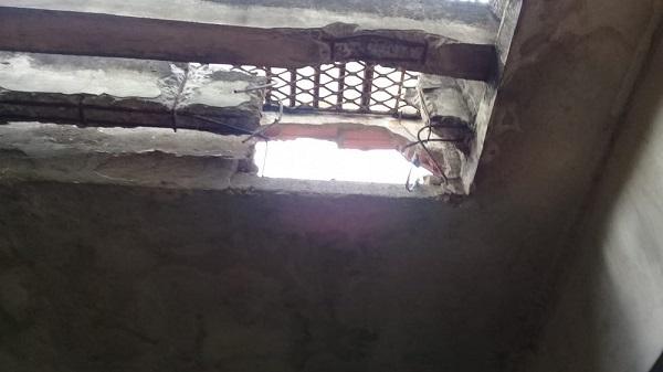 Presos fogem por buraco no teto da delegacia de Alagoinhas