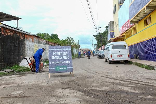 Prefeitura realiza reparos em vias da sede e da orla de Camaçari