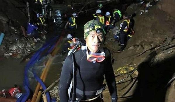 Termina resgate dos 12 garotos e do treinador presos em caverna na Tailândia