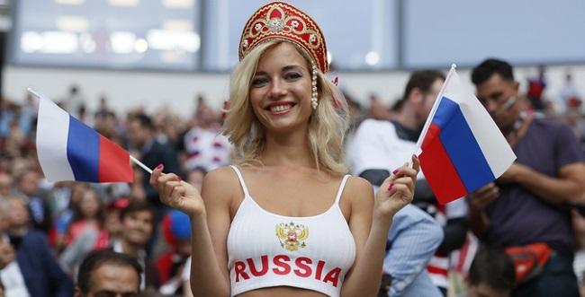 """Fifa exige que emissoras parem de filmar torcedoras """"atraentes"""" nos jogos da Copa"""