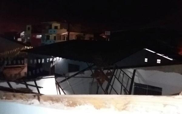 Telhado de escola municipal desaba em Ilhéus