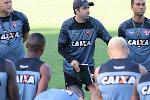 Vitória encara o Grêmio neste domingo pelo Brasileirão