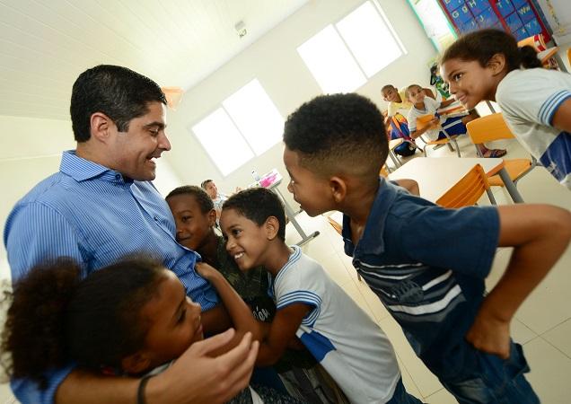 ACM Neto entrega nova escola municipal na San Martin
