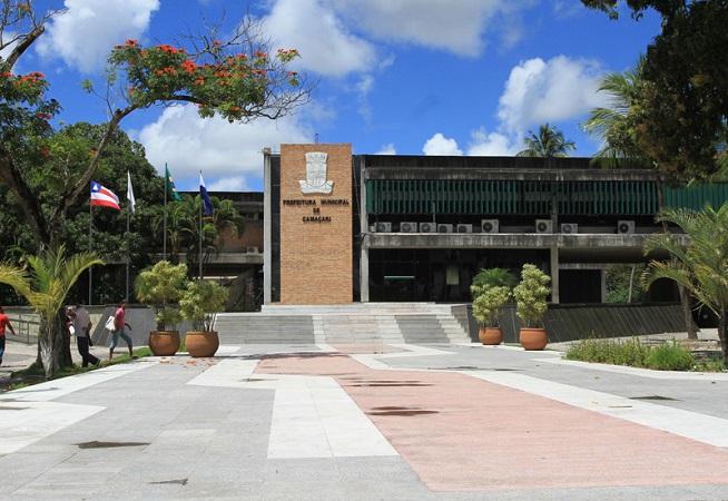 Prefeitura de Camaçari oferece reajuste de 14,42% aos servidores em quatro parcelas