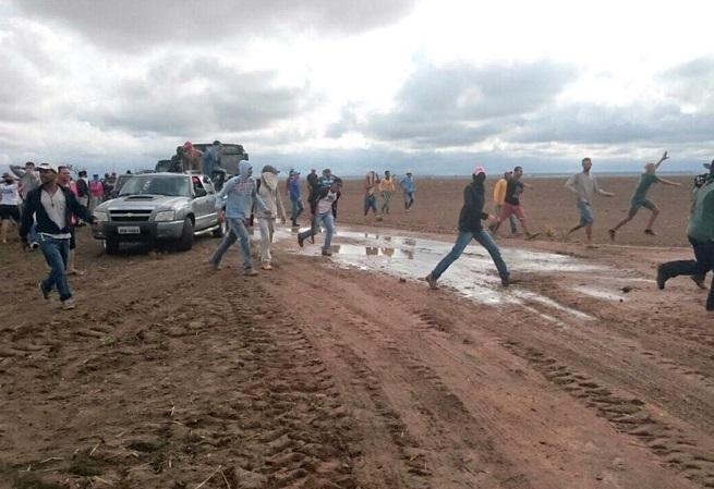 Grupo invade fazendas e incendeia galpão durante protesto em Correntina