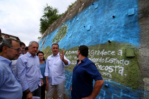 Rui Costa entrega obra de contenção de encosta em Pirajá