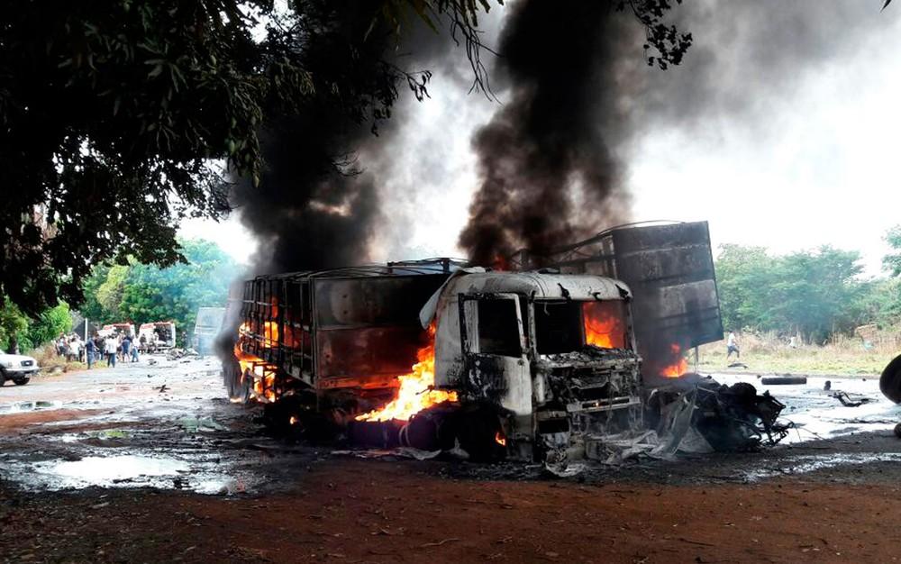 Oeste: Batida entre três carretas deixa três mortos na BR-242