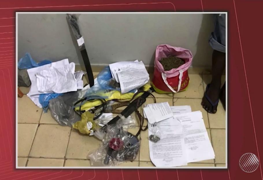 Adolescentes arrombam delegacia e levam drogas e armas em Santaluz