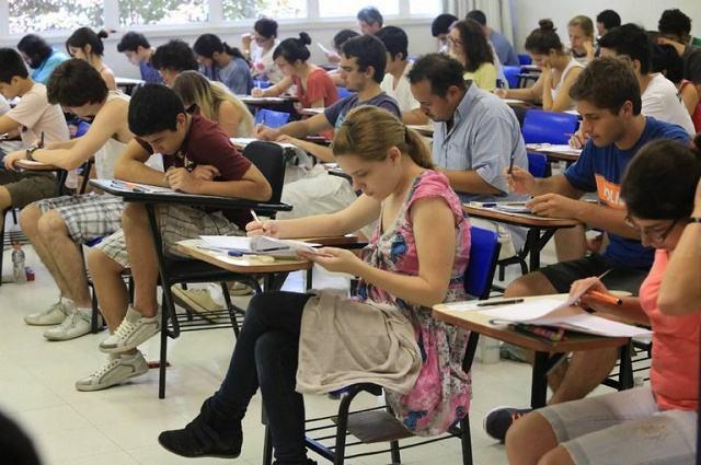 Enem começa neste domingo com provas de português, redação e humanas