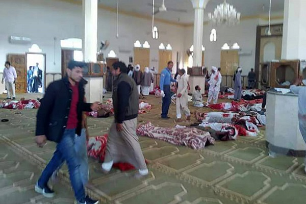 Egito bombardeia terroristas após assassinato de 235 pessoas em mesquita
