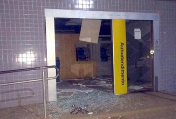 Quadrilha explode duas agências bancárias em Camamu