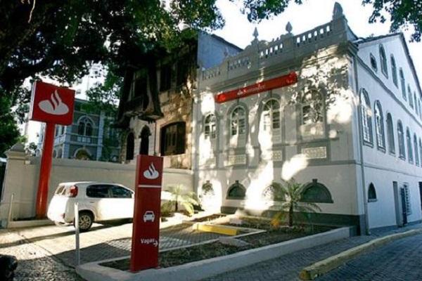 Bancários paralisam agências do Santander na Bahia nesta quarta