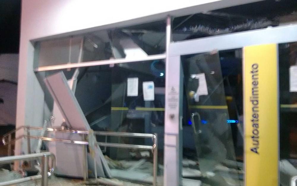 Bandidos explodem banco e disparam contra delegacia em Amélia Rodrigues