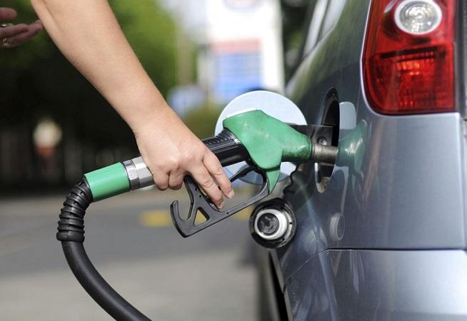 Preço da gasolina cai 4,4% nas refinarias a partir deste sábado
