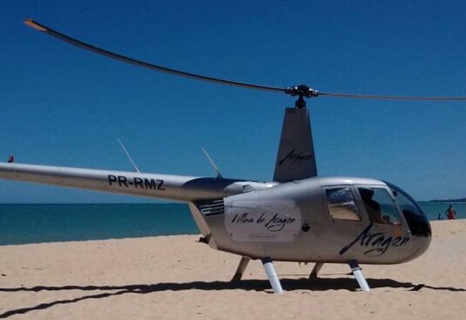 Helicóptero faz pouso forçado em praia de Porto Seguro