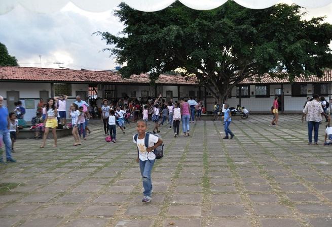 Lauro de Freitas: Professores denunciam não pagamento de 1/3 de férias