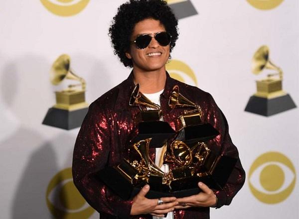Havaiano Bruno Mars vence o Grammy em seis categorias