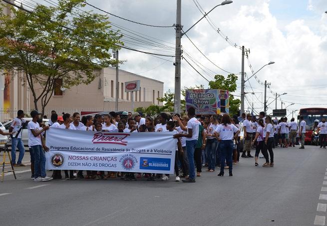 Prefeitura de Alagoinhas apoia primeira Caminhada do Proerd
