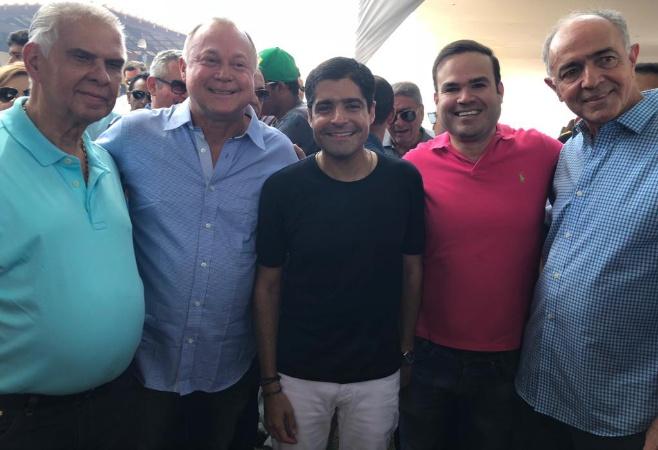 Araújo e Cacá Leão prestigiam aniversário de Paulo Azi ao lado de ACM Neto