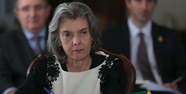 Cármen Lúcia manda TRF-4 soltar presos após condenação em 2ª instância