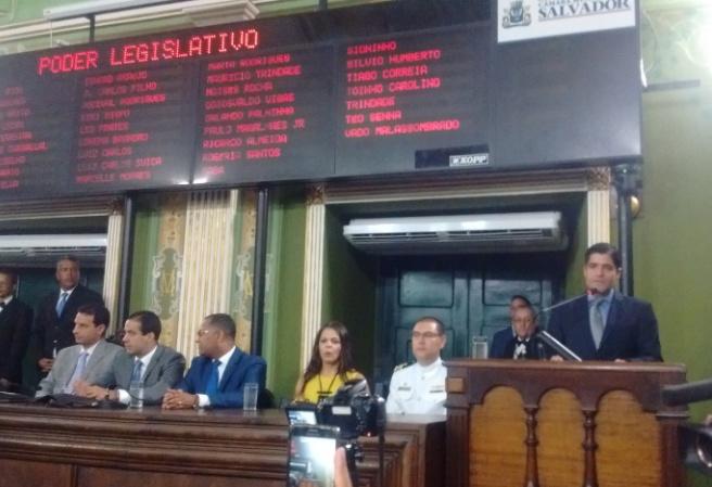 """Aos gritos de """"governador"""", ACM Neto abre os trabalhos da Câmara de Salvador"""