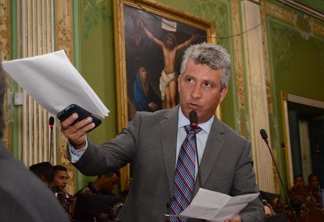 Carballal vai acionar Rui Costa no MP-BA por improbidade administrativa