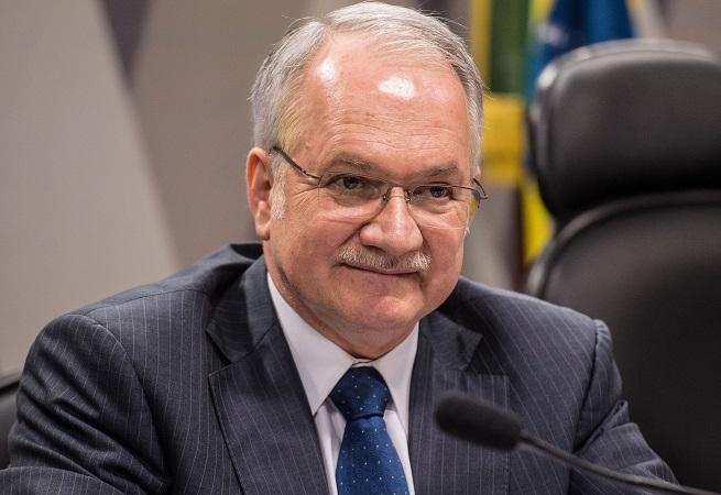 PT alivia nas críticas ao Judiciário para evitar prisão e inelegibilidade de Lula
