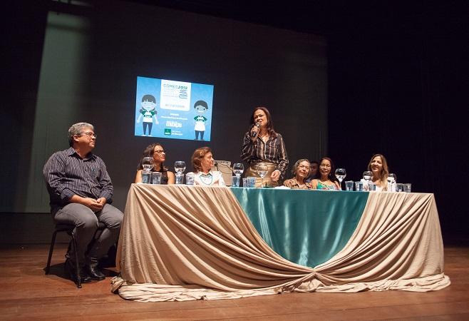 Professores e estudantes lotam abertura da Conferência de Educação de Camaçari