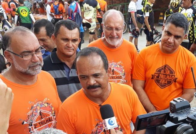 Elinaldo acompanha largada do Trilhão Camaçari Bike Adventure