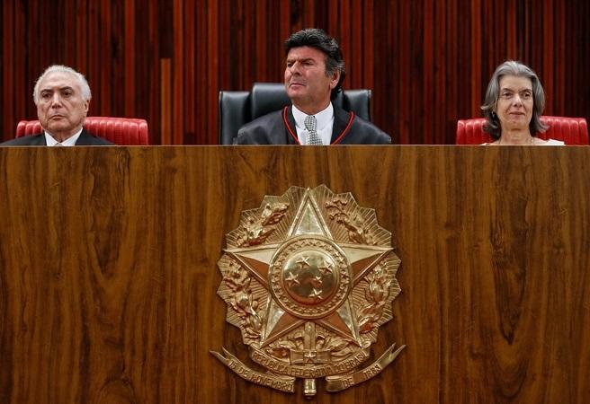 """Fux assume presidência do TSE e diz que """"ficha suja está fora do jogo"""""""