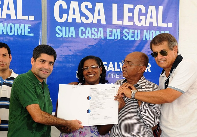 ACM Neto entrega 654 títulos do Casa Legal em Itapuã neste sábado