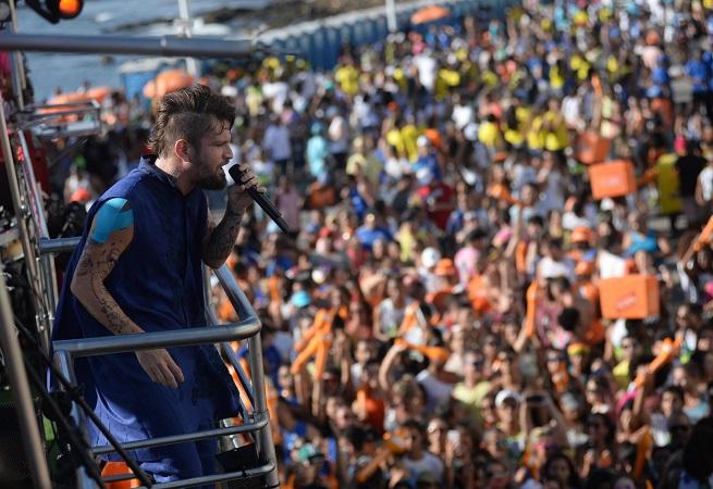 Carro do cantor Saulo Fernandes é roubado em Salvador