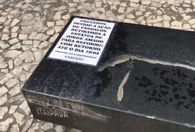 Ação de vândalos provoca retirada de estátua de Jorge Amado em Ilhéus