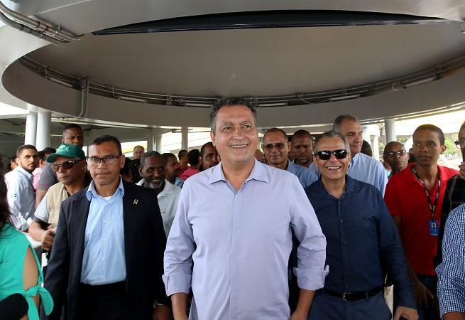 Governador inaugura passarela da Estação CAB