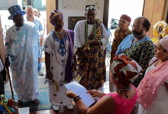 Salvador: Casa do Benin recebe visita da Família Real beninense