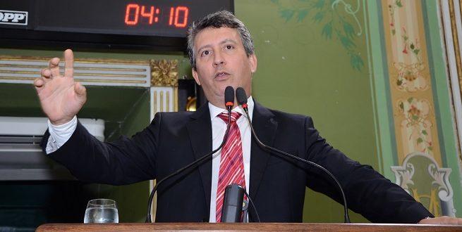 "Carballal critica ""perpetuação"" de Ednaldo Rodrigues na FBF"